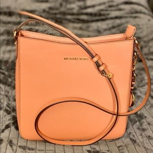 Michael Kors Jet Set crossbody Sunset Peach